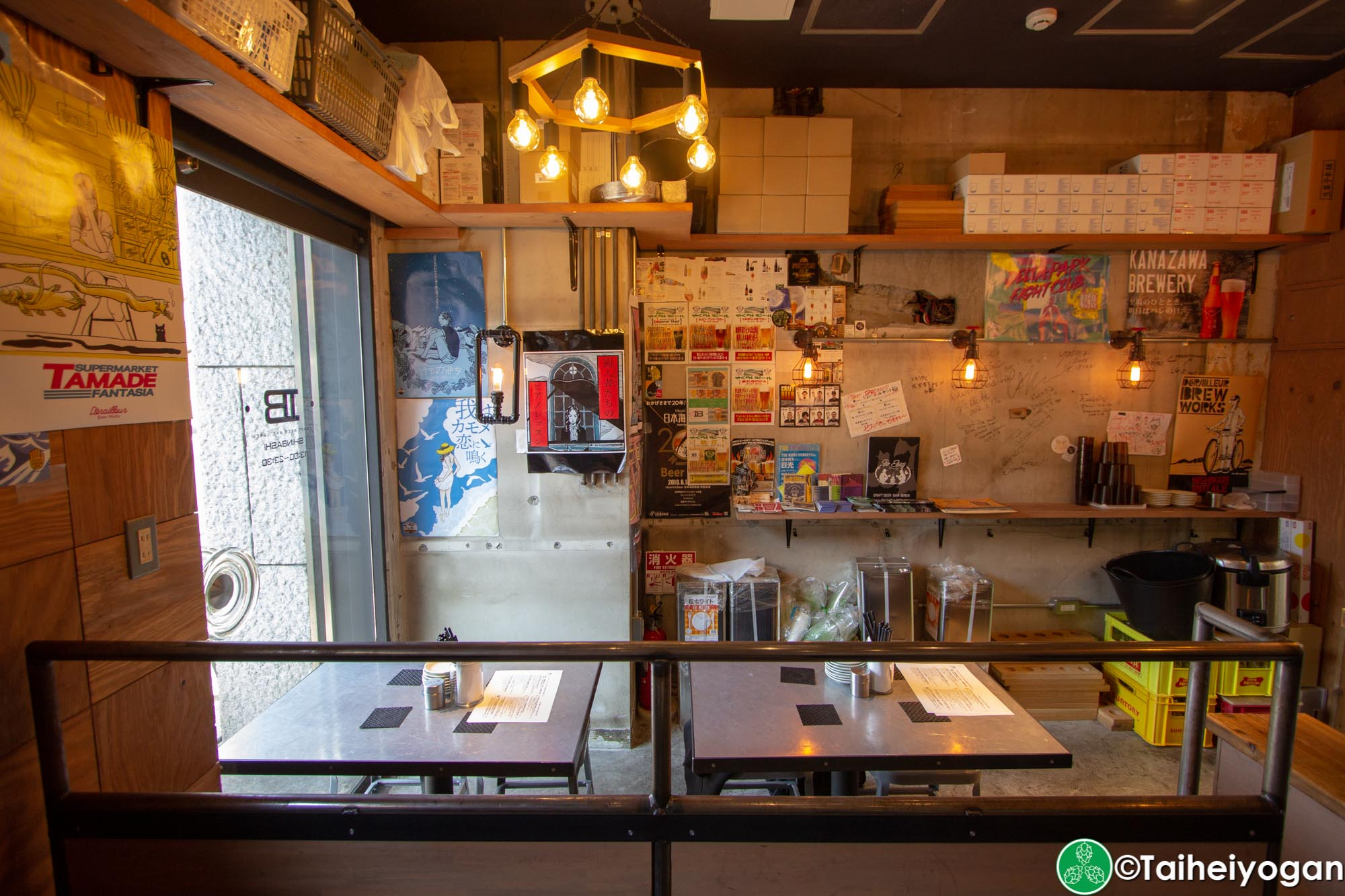 Ibrew Shinbashi - Interior - Tables