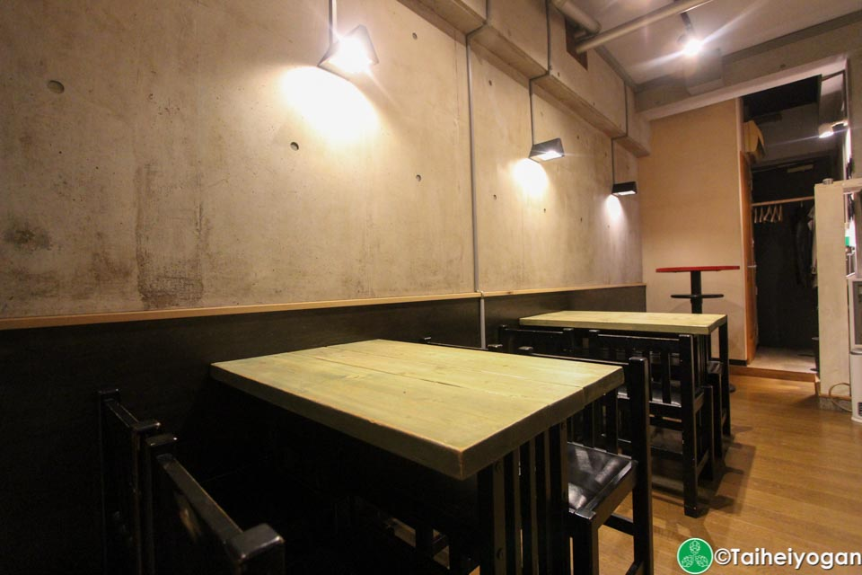 Two Fingers - Interior - Tables