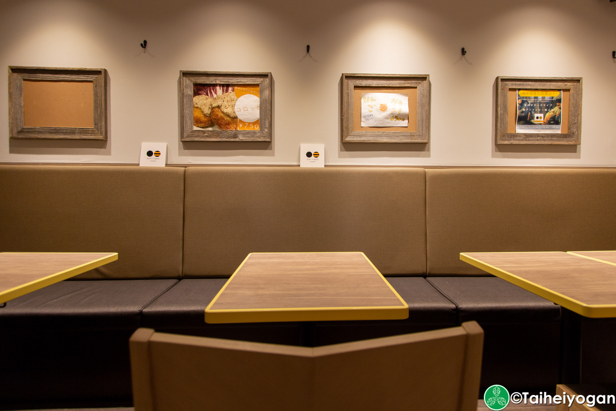 Ant 'n Bee (龍土町店・Ryudocho) - Interior - Table Seating