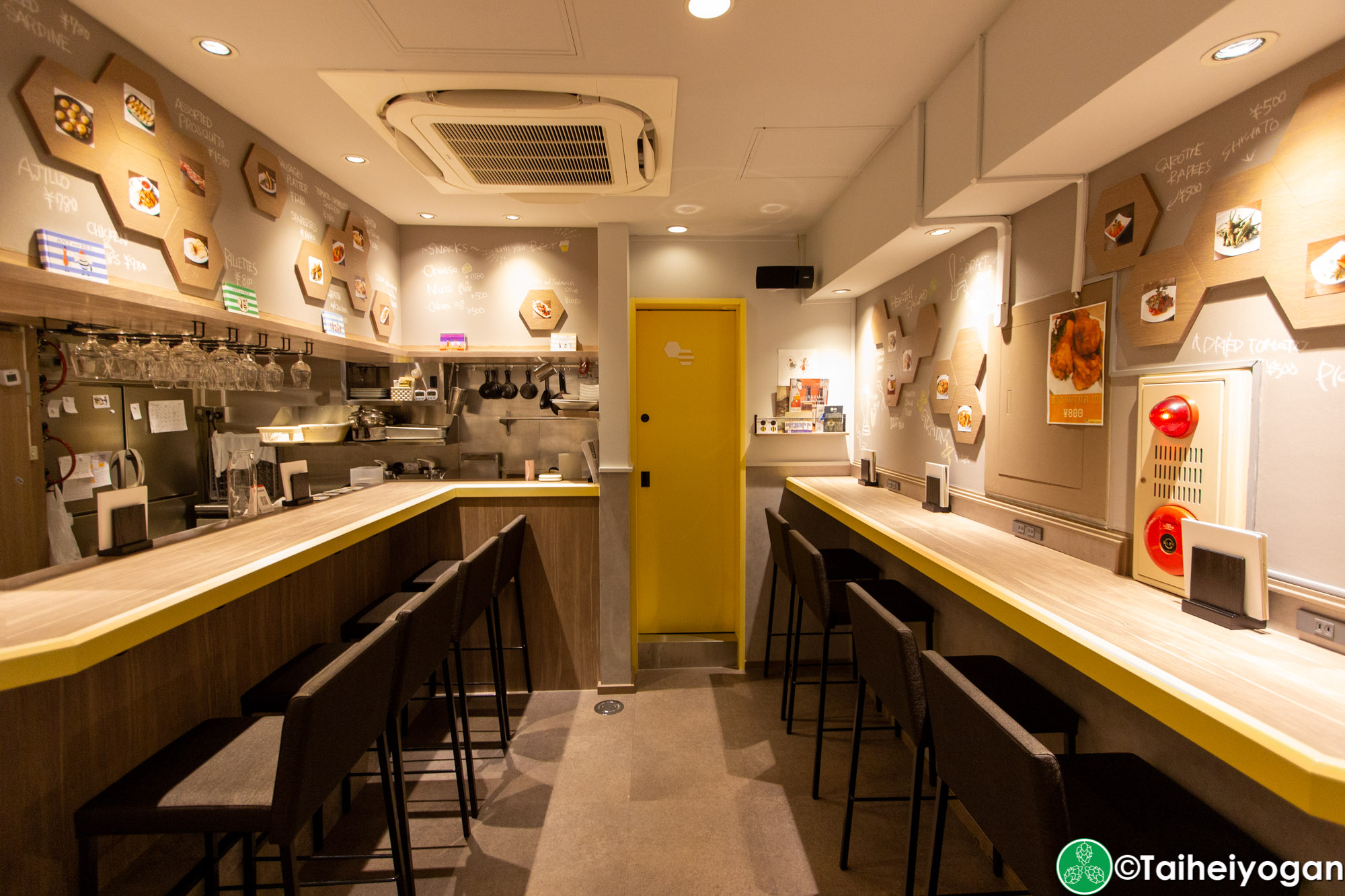 Ant 'n Bee (龍土町店・Ryudocho) - Interior - Bar Counter Seating