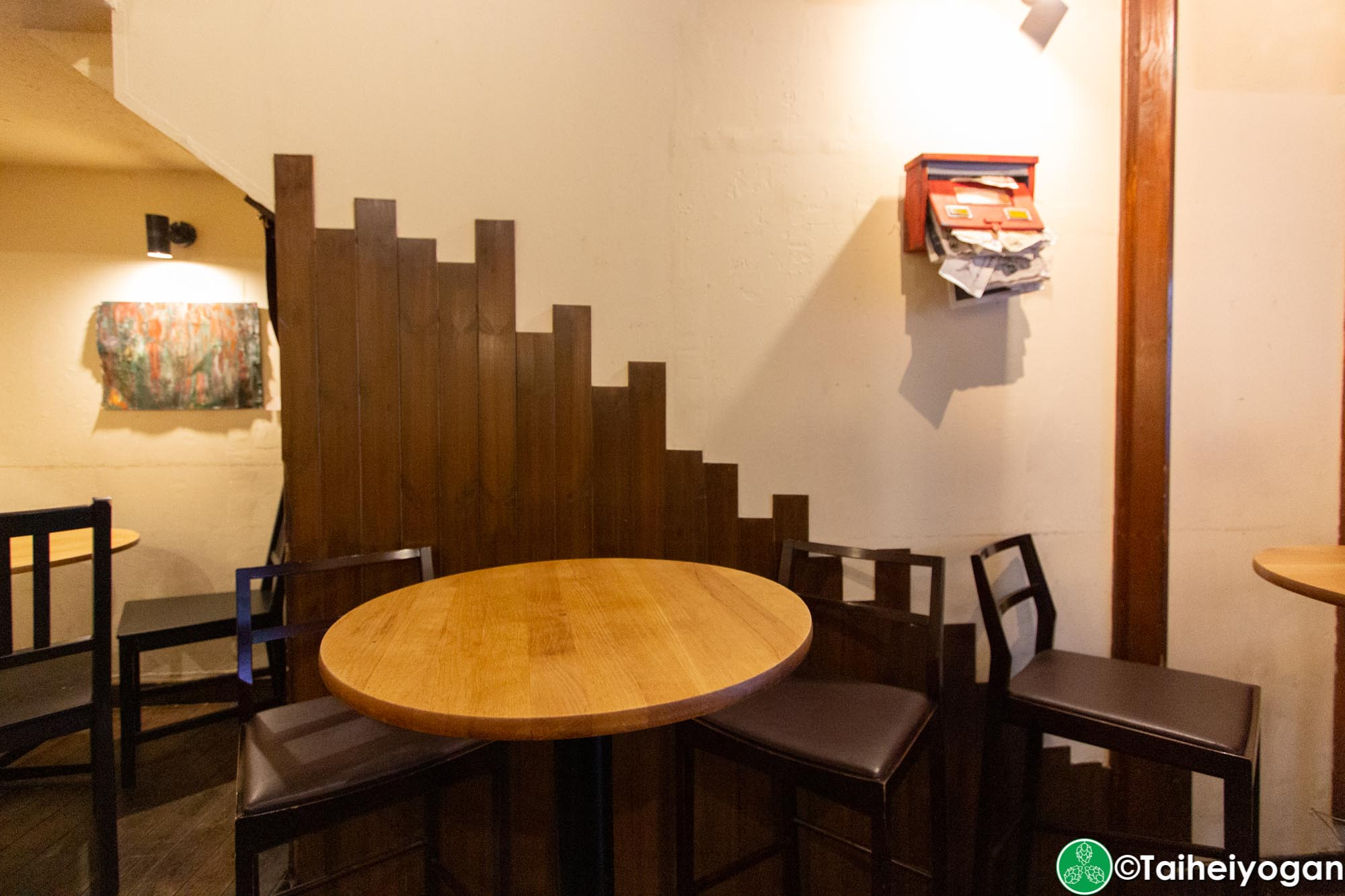 Beer Cafe Ban Kan (ビアカフェ 萬感) - Interior - Tables