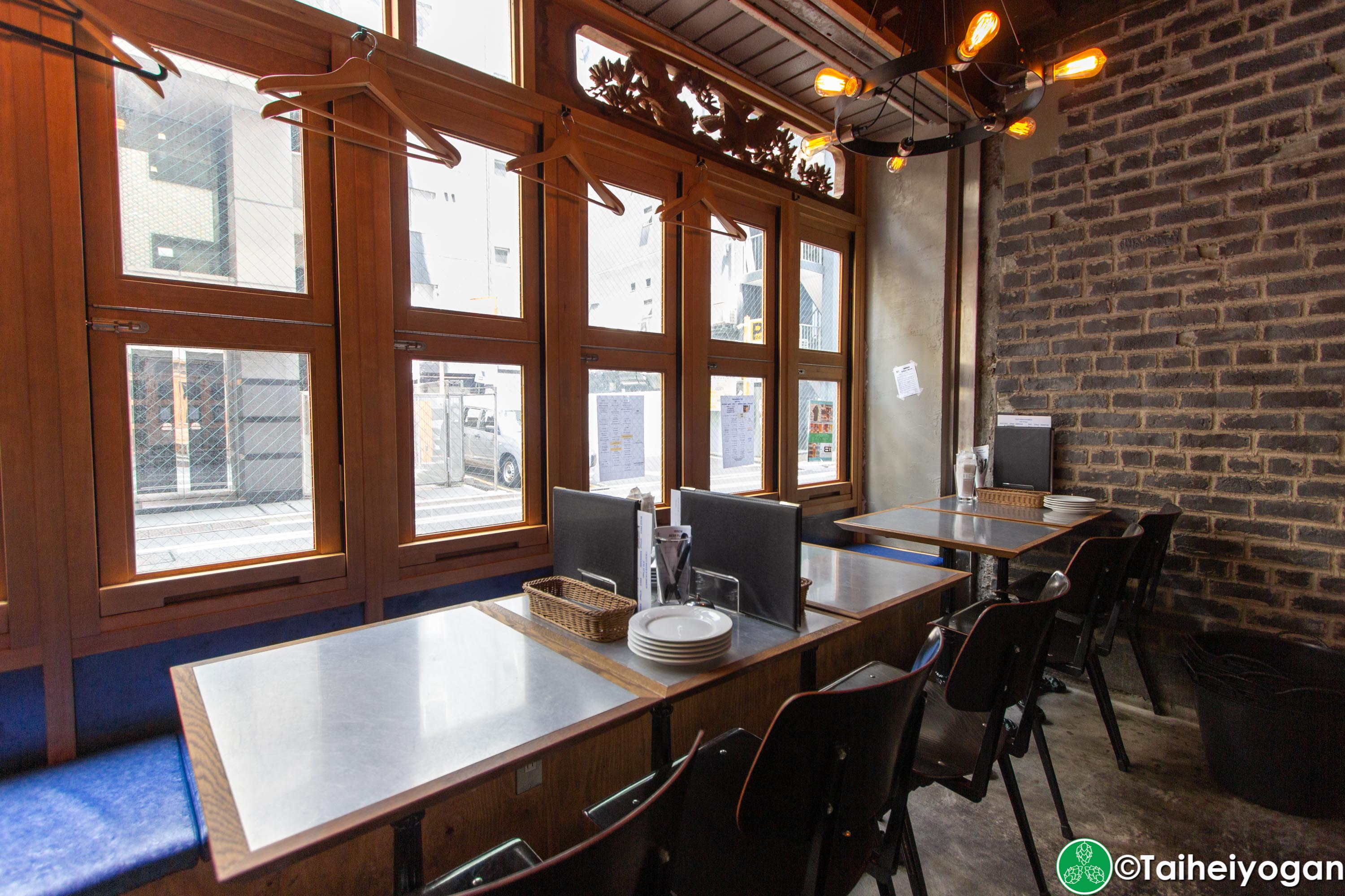Craft Beer Bar Ibrew (Ginza/銀座) - Interior - Table Seating