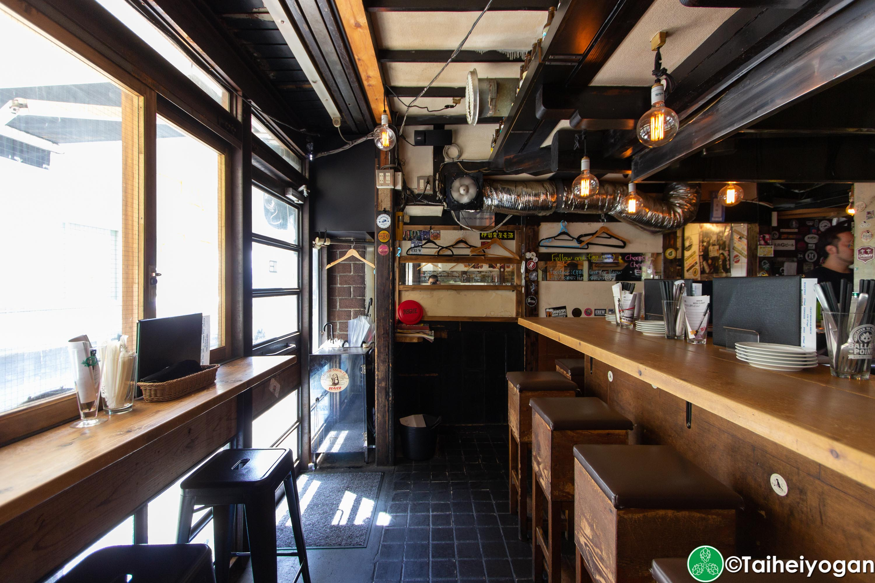 Craft Beer Bar Ibrew (Ginza/銀座) - Interior - Bar Seating