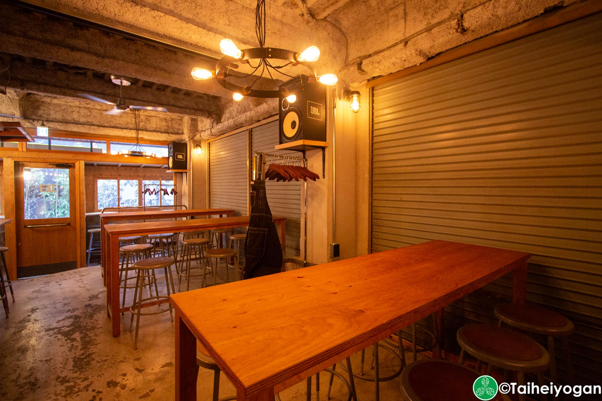 Ibrew (Akihabara-秋葉原) - Interior - Tables