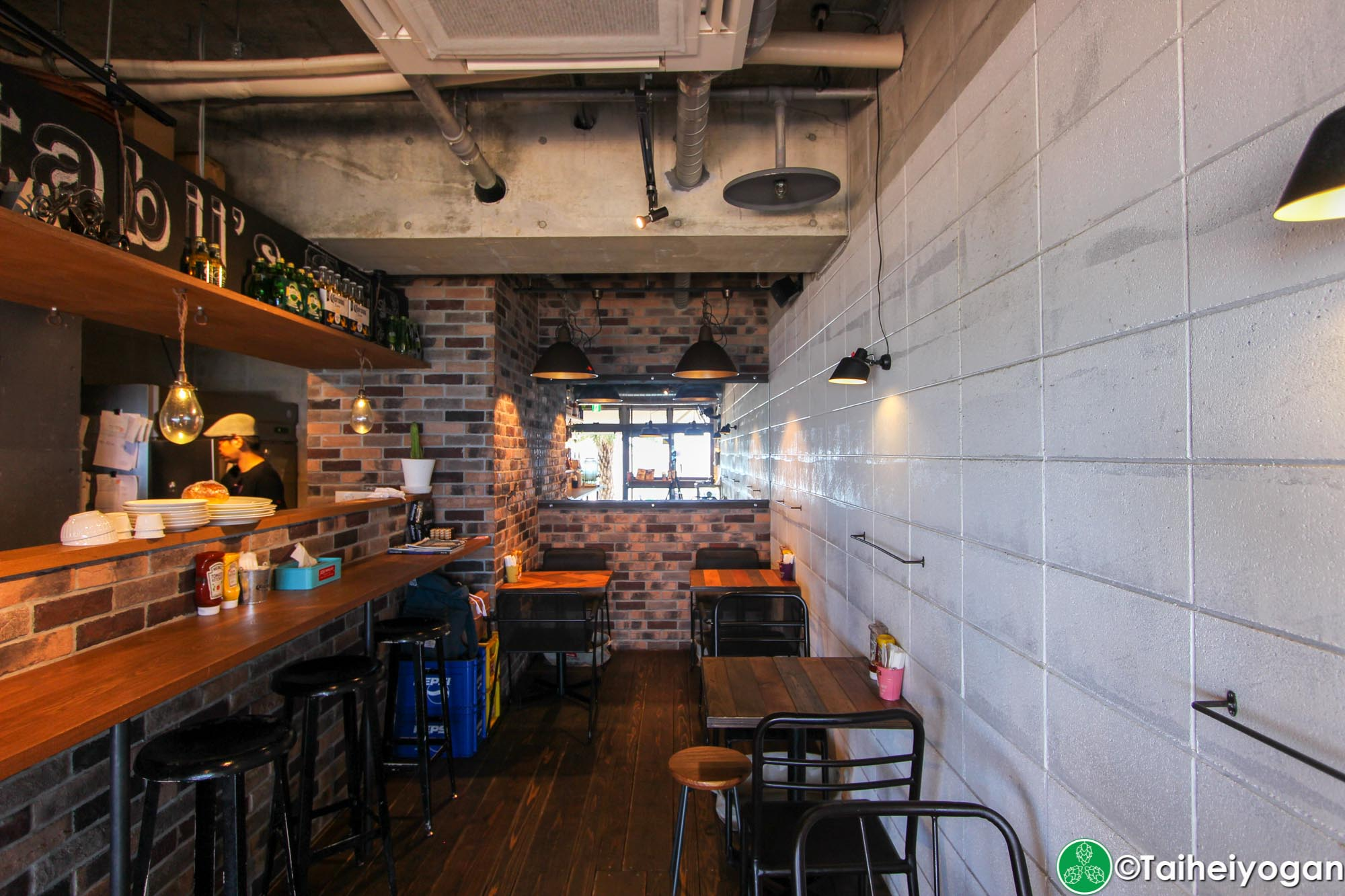 Chatan Burger Base Atabii's - Interior - Seating - Tables