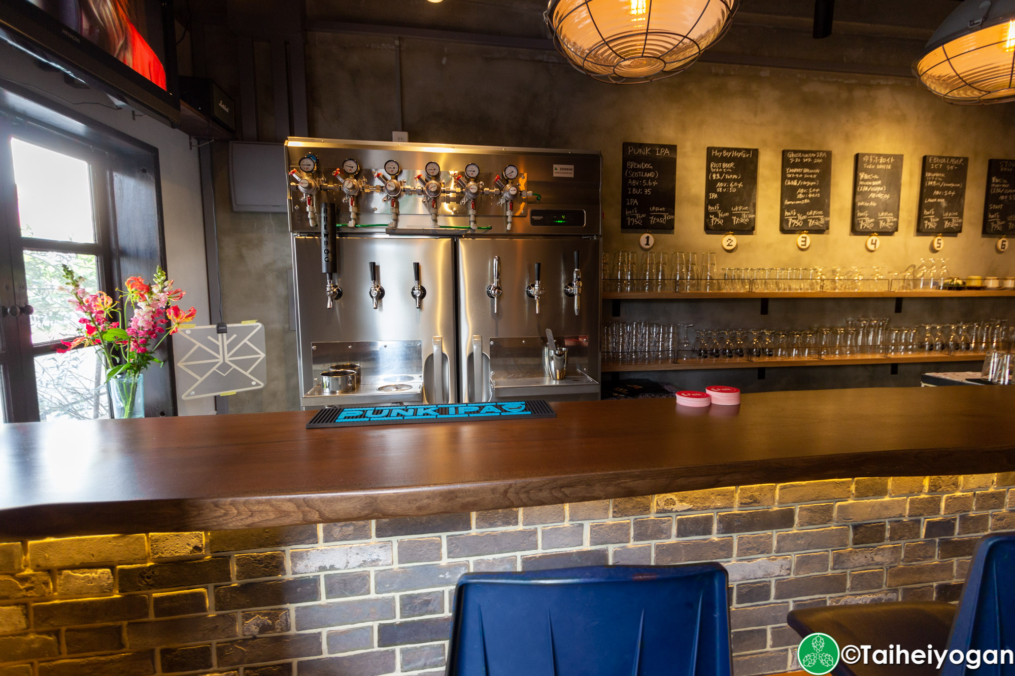 Beerbar Felt - Interior - Craft Beer Taps