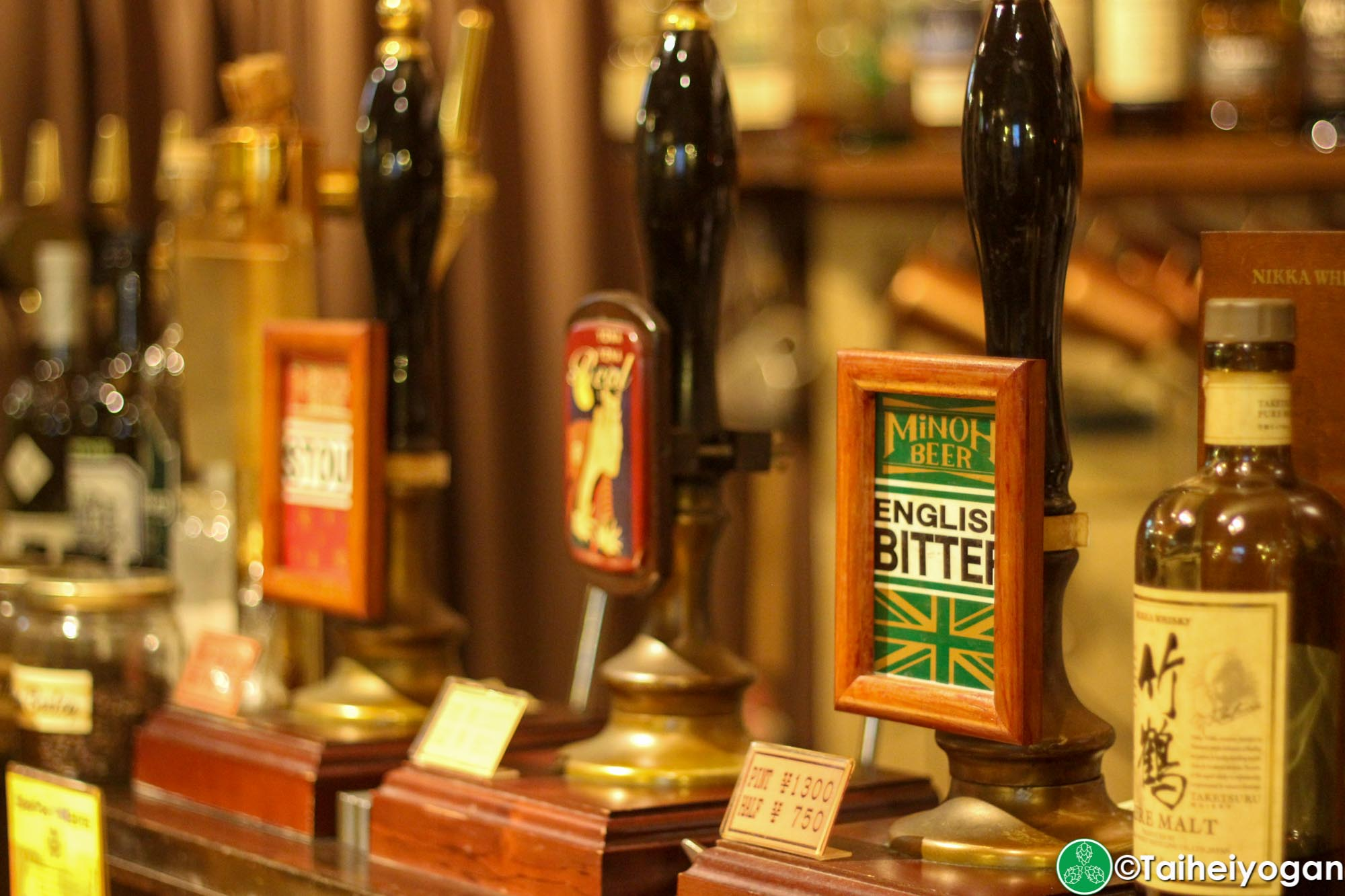 I's Public Ale House - Interior Bar - Beer Hand Pump