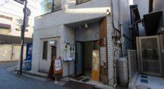 B&W - Entrance