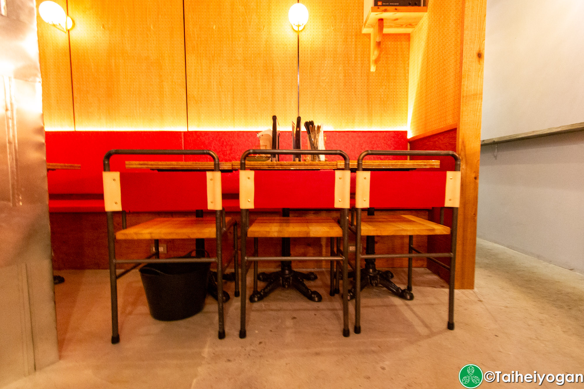 Craft Beer Bar Ibrew (恵比寿駅前店・Ebisu Ekimae) - Interior - Table Seating
