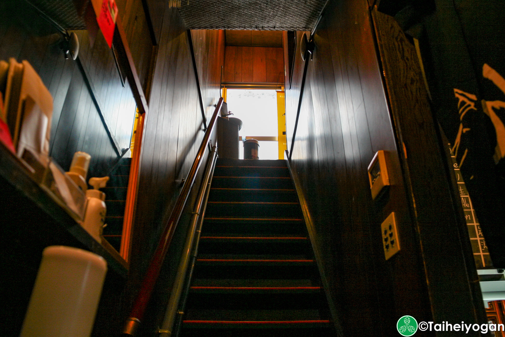 KINGPELICAN BEER STAND 麥ヤ・KINGPELICAN BEER STAND Mugiya - Interior - Stairs to 2F