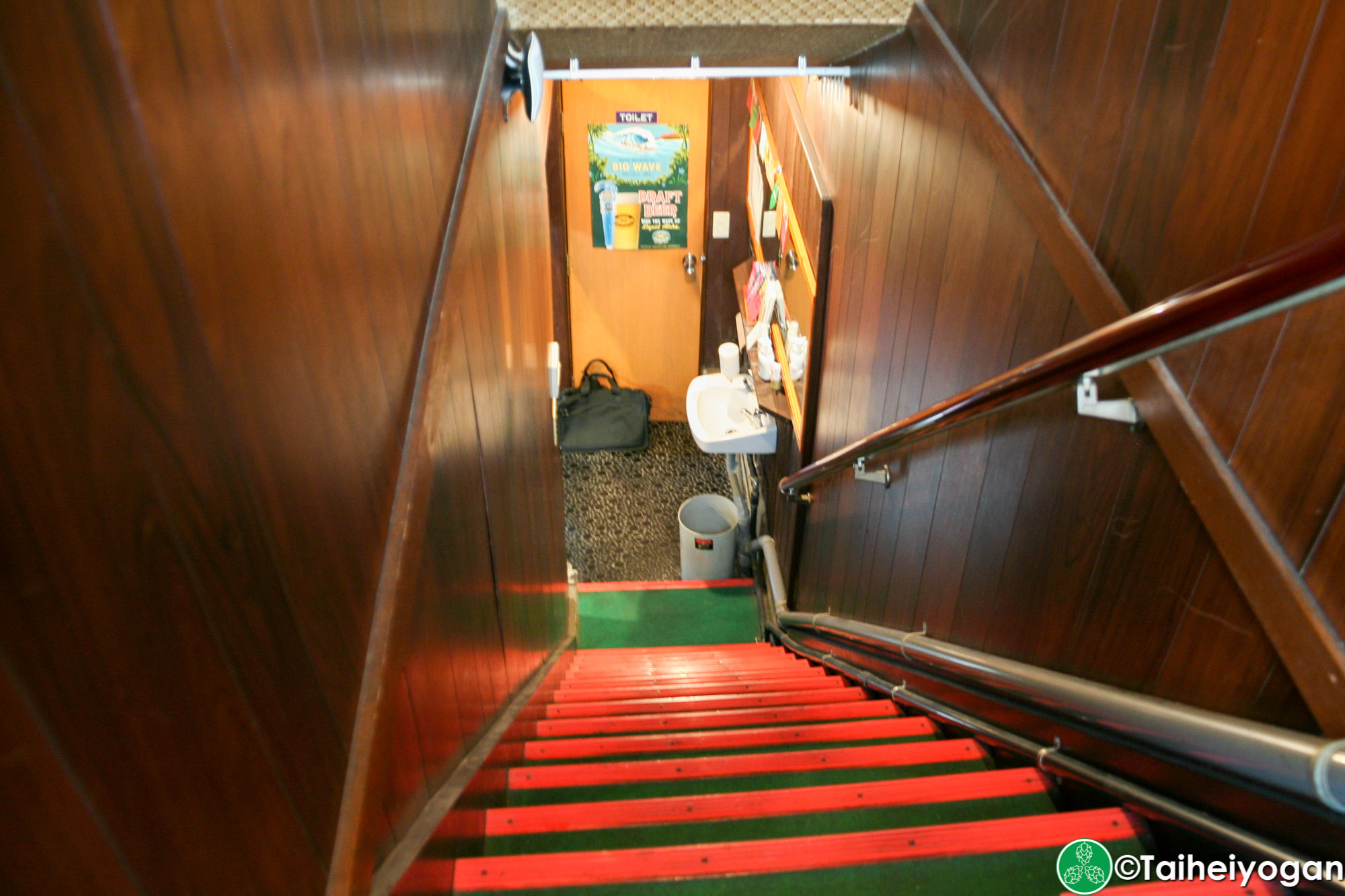 KINGPELICAN BEER STAND 麥ヤ・KINGPELICAN BEER STAND Mugiya - Interior - Stairs to 1F